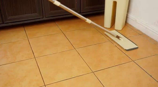 How to Use Vinegar to Clean Carpets, Tile Floors?